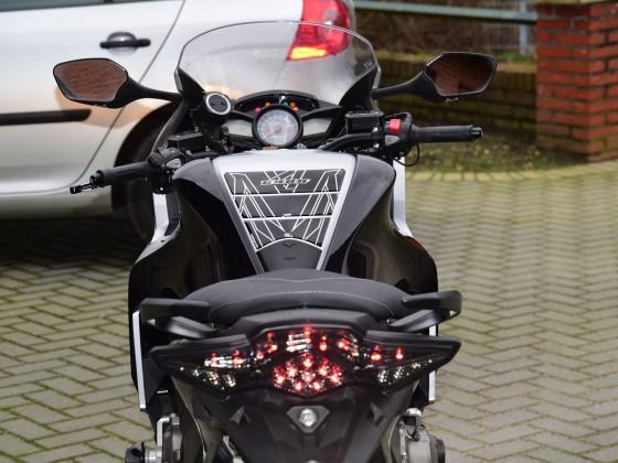 LED Rücklicht und Tank-Pad