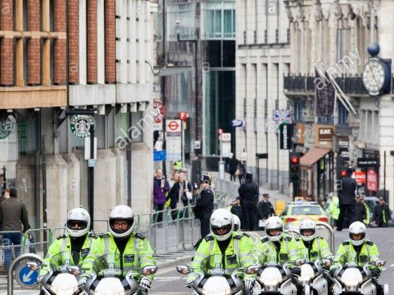 Motorradeinheit von der Metropolitan Police Service auf den Straßen von London England