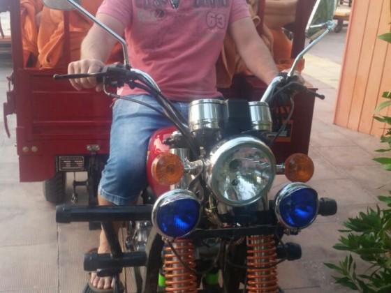 Zur Zeit in Ägypten  Moped fahren